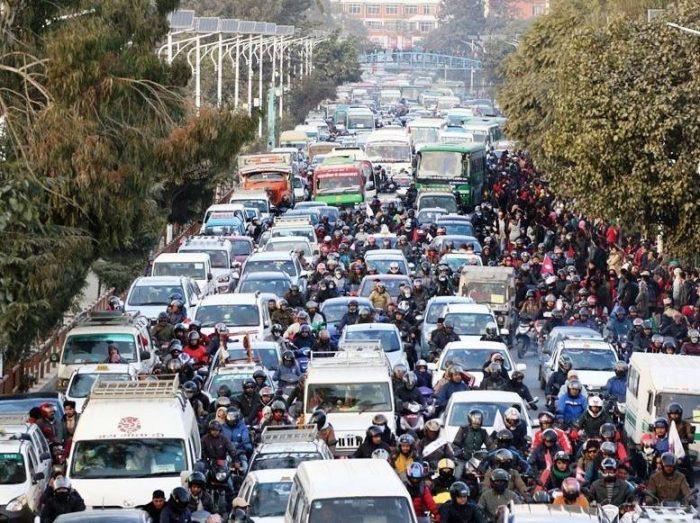 traffic-jam_CjHpn16B2K